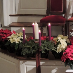 An advent wreath with lit candles